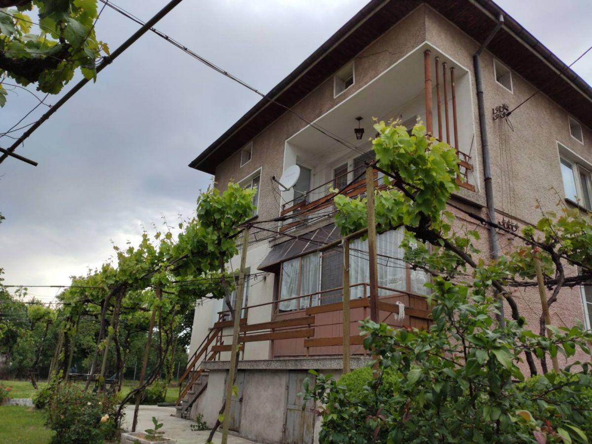 Продажба на обзаведена, газифицирана къща, с голям двор, гр. Костинброд