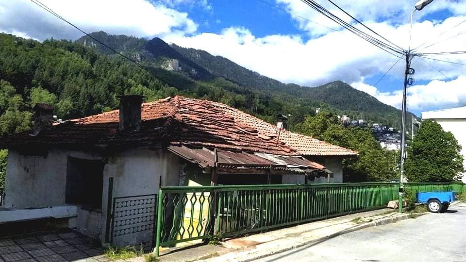 Къща с двор в гр. Смолян