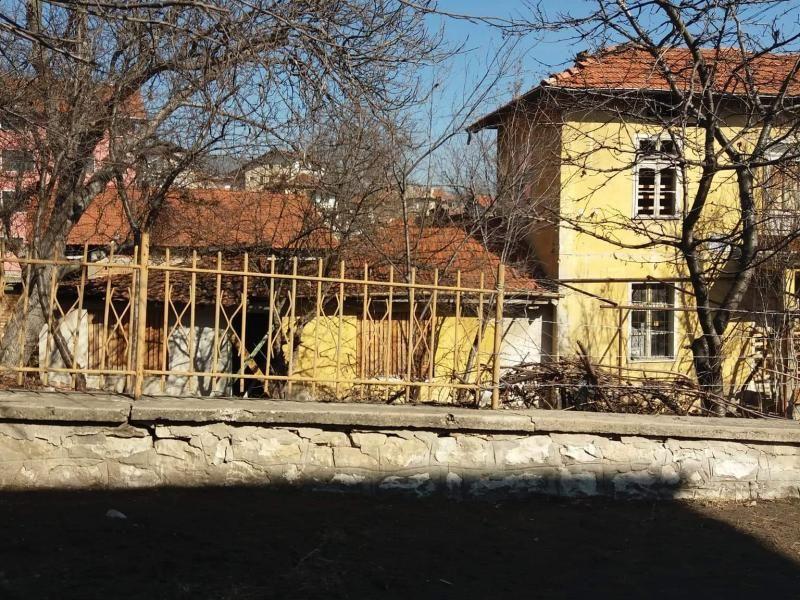 Парцел с къща в гр. Велинград